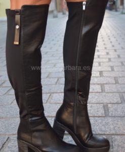 botas negras que barbara