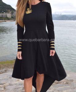 vestido asimétrico negro que barbara