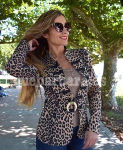 chaqueta militar leopardo que barbara