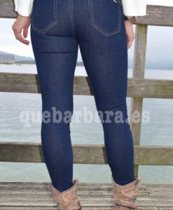 jeans oscuro que barbara