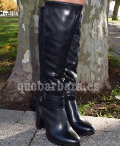 bota negra alta que barbara