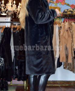 abrigo negro pelo que barbara