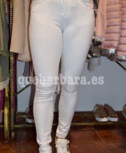 pantalon blanco que barbara